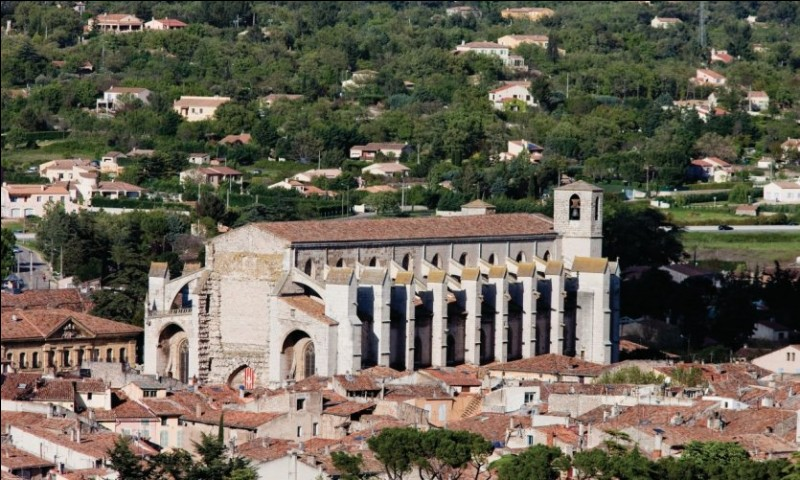 Dans quel département est située la ville de Saint-Maximin-la-Sainte-Baume ?