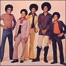 Quel est le nom du groupe formé par Michael Jackson et ses frères dans les années 60 ?