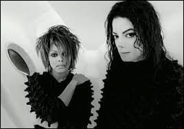 """Avec quelle chanteuse interprète-t-il la chanson """"Scream"""" sortie en 1995 ?"""