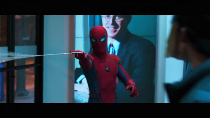 Est-ce que le costume de Spider-Man Homecoming est le mème que celui dans Amazing Spider Man ?