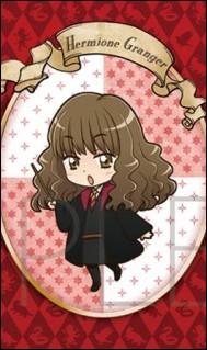 Rappel : les questions portent sur les livres. De quelle couleur la robe de Hermione est-elle lors du bal de Noël ?