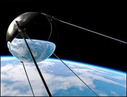 """Russe - Spoutnik 1 a été le premier satellite artificiel de la Terre mais savez-vous ce que veut dire """"spoutnik"""" ?"""