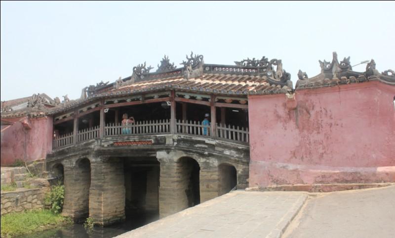 Dans quelle ville se trouve le pont pagode japonais (1593) ?