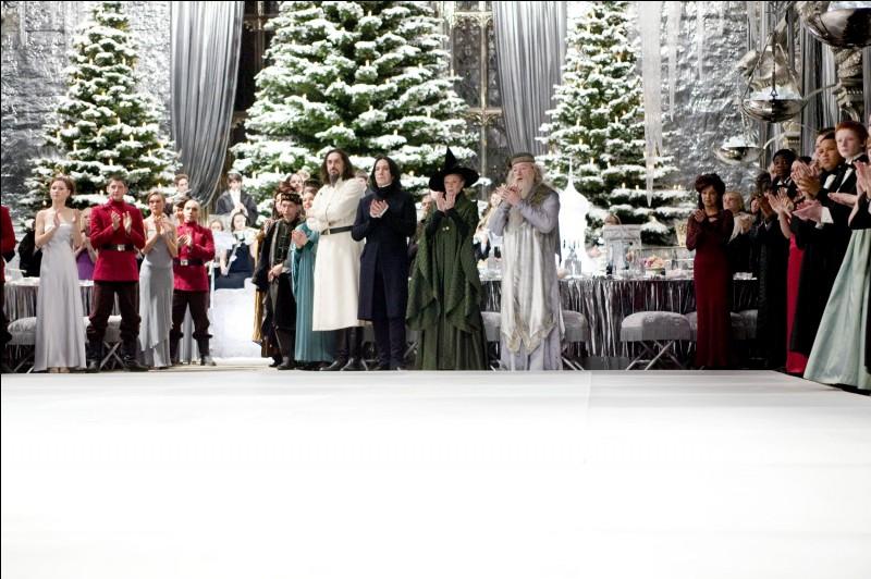 """Traditionnellement, le Bal de Noël a lieu le soir de la célèbre fête, entre la Première Tâche et la Deuxième Tâche du Tournoi des Trois Sorciers. Dans le film """"Harry Potter et la Coupe de Feu"""", une fois que les Champions aient ouvert le bal, quelles personnes prennent le relais de la fête ?"""
