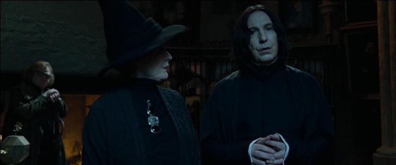"""Dans la surprise générale, un quatrième Champion est choisi par la Coupe de Feu : Harry Potter. Albus Dumbledore est absolument stupéfait, comme la Grande Salle. Dans le film """"Harry Potter et la Coupe de Feu"""", quel professeur se montre particulièrement sceptique ?"""