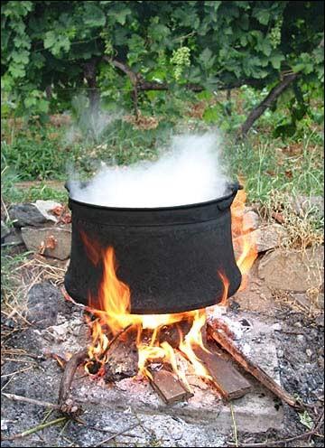 Que fait-on cuire longuement à feu doux dans un pot-au-feu ?