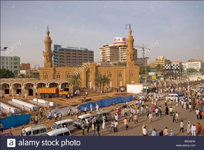 Quel fleuve coule sur Khartoum ?