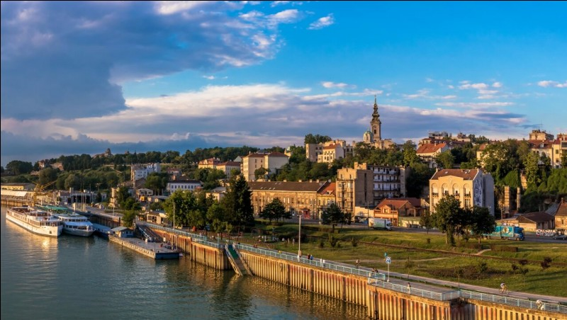 Quel fleuve traverse Belgrade ?