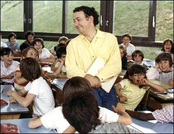 Coluche y découvre le métier d'instituteur ...
