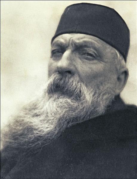 J'ai été fabriqué(e) par Auguste Rodin. Je me trouve au Luxembourg. Que suis-je ?