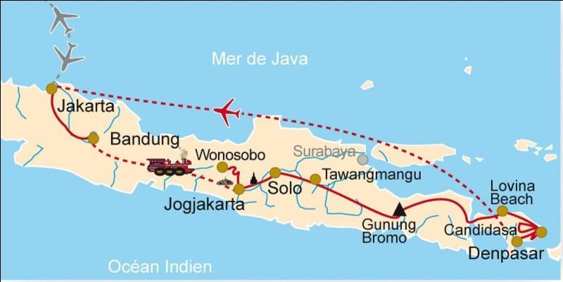 """Je me trouve sur l'île de Java, en Indonésie. Je suis un ensemble de """"240 temples shivaïtes"""". Que suis-je ?"""