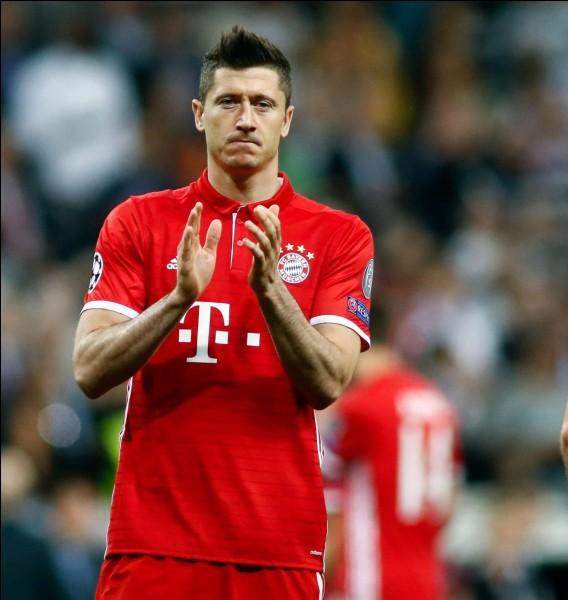 Combien de buts Lewandowski a-t-il marqués avec la Pologne ?