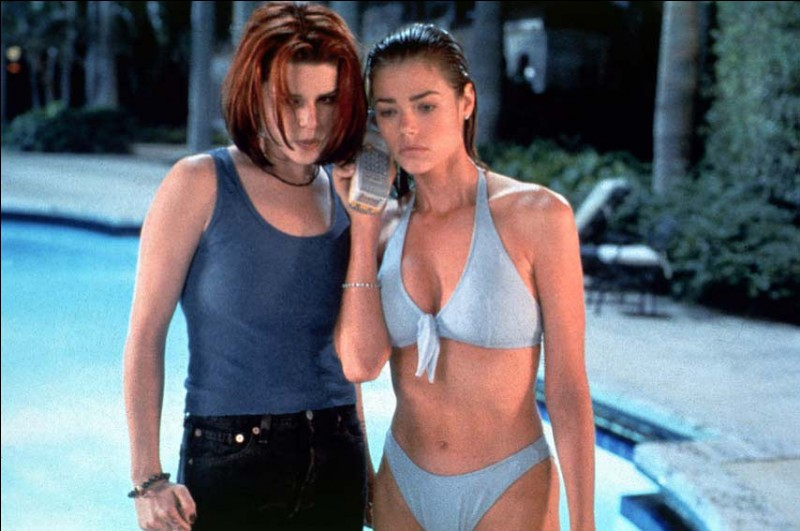Neve Campbell et Denise Richards dans ce film sorti en 1998 :