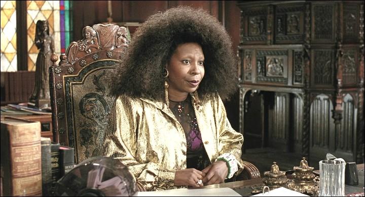 Dans ce film, Woopi Goldberg joue le rôle de Deloris Van Cartier :