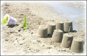 Hugo, notre petit dernier, lui, me demande s'il peut aller jouer dans le sable pour y faire des ...
