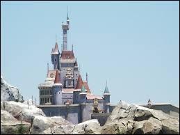 Qui se rend dans un château appartenant à une Bête pour sauver son père ?