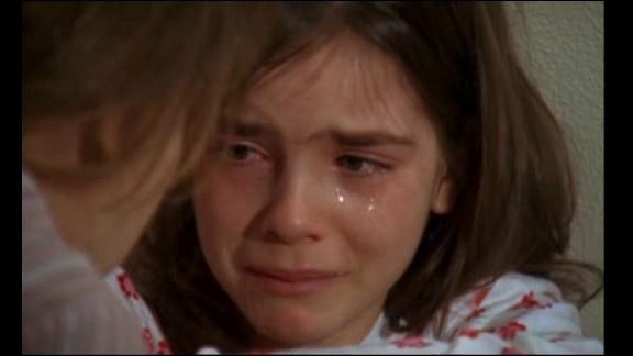 """Télévision - France Ô rediffuse en ce moment des épisodes de la série """"Famille d'accueil"""", à présent achevée. Dans quel épisode découvre-t-on Justine, 10 ans, une fillette victime des violences sexuelles de son père et de l'adoration excessive de sa mère qui la considère comme une poupée ?"""