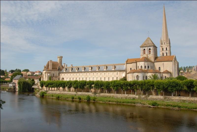 Que peut-on admirer dans l'abbaye de Saint-Savin sur Gartempe, classée au patrimoine historique mondial de l'UNESCO ?