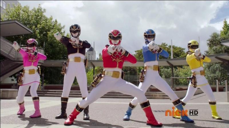 2013, la vingtième saison de la franchise apparaît à la télévision. Comment s'appelle le petit robot qui ressemble à un mini Alpha 5 ?