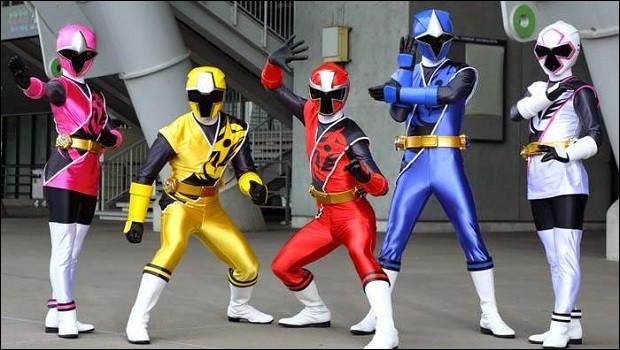 Enfin, cette année, en 2017, des ninjas redoutables font leur apparition afin de combattre notre Terre, une nouvelle fois menacée. Comment s'appelle cette équipe de Power Rangers ?