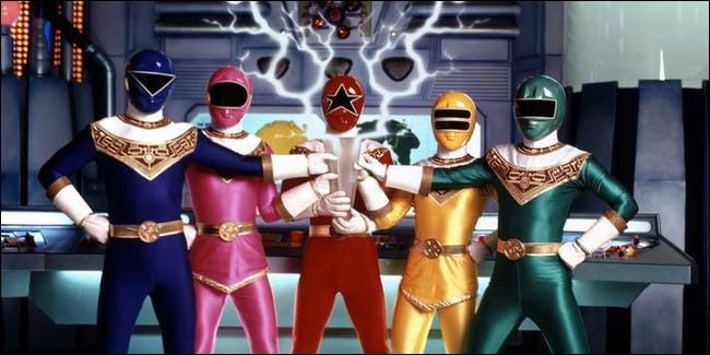 Peu après, leur centre de commande sera détruit et ils perdirent leurs pouvoirs. Parmi les ruines du centre de commande se trouvait le Crystal Zeo. Avec ce Crystal, ils retrouveront leurs pouvoirs. Comment se nomme cette nouvelle équipe de Power Rangers ?