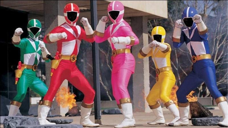 """En 2000, l'équipe des Power Rangers """"Sauvetage éclair"""" fut formée afin de protéger les habitants de la ville de Mariner Bay des forces obscures. Où se situait leur base ?"""