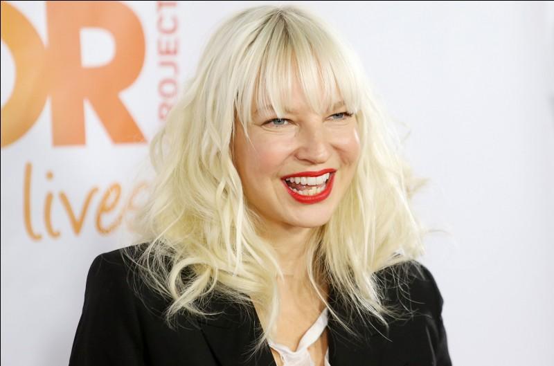 """En quelle année l'artiste Sia a-t-elle sorti """"Chandelier"""" ?"""