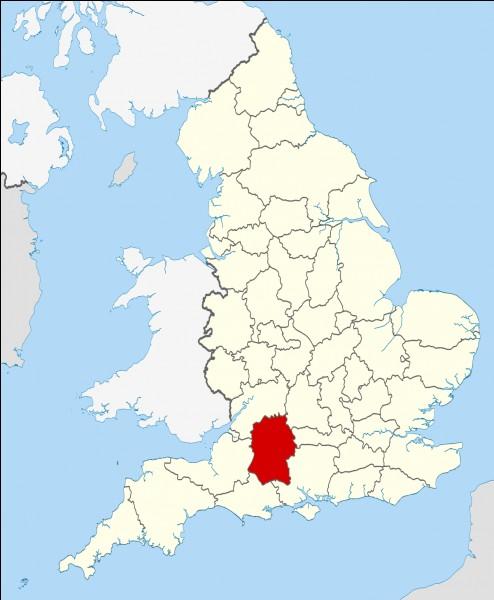 Je suis un monument mégalithique se situant au Royaume-Uni, dans le comté du Wiltshire. Je date d'entre -2 800 et -1 100. Que suis-je ?