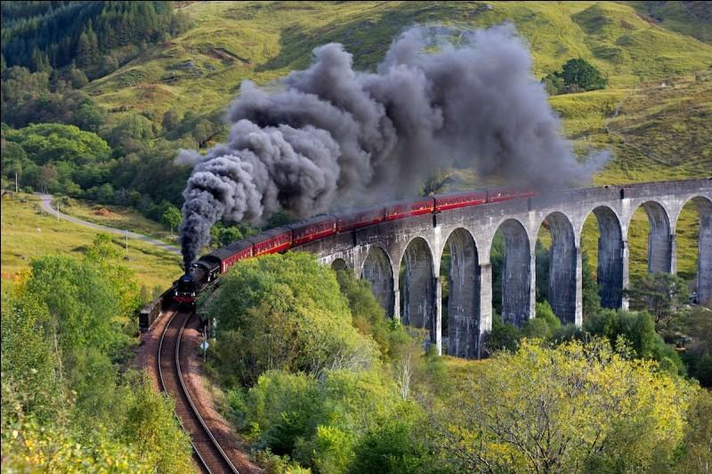 Comment se nomme le train qui mène à Poudlard ?