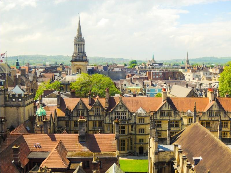 En Angleterre deux universités sont extrêmement reconnus. Il y a l'université de Cambridge et l'université d'(e) (...) Je ne vous le dirai pas, c'est le nom de la ville que vous cherchez !