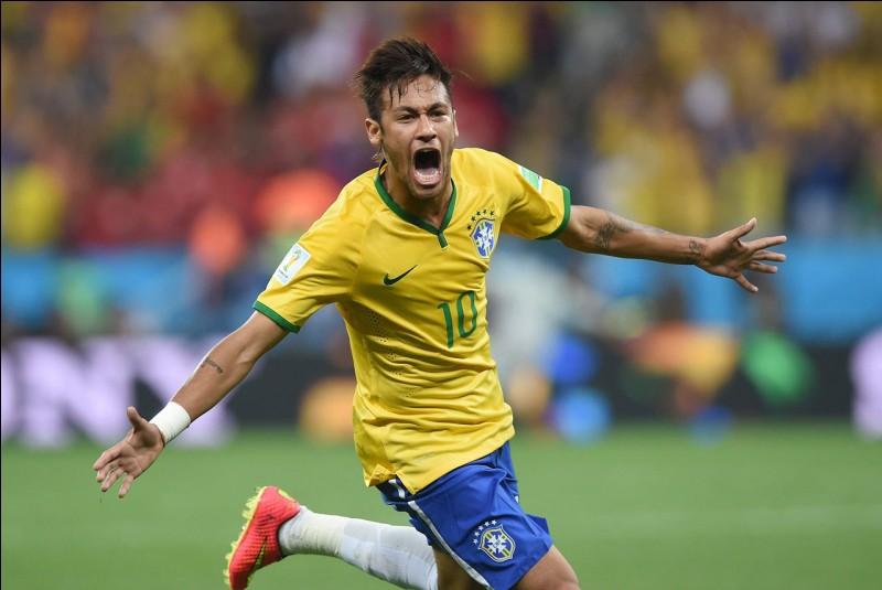 Lors de l'année 2017, Neymar à été transféré au :