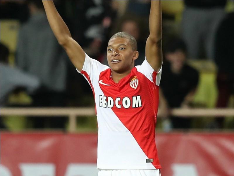 Dans quel club Mbappé a-t-il été transféré 2017 ?