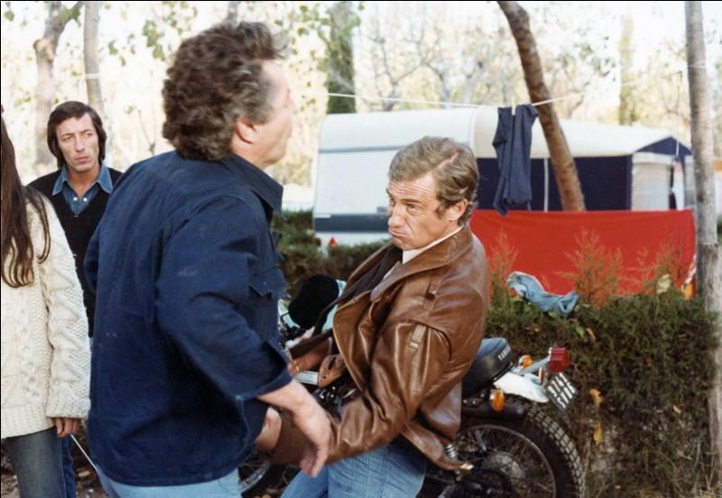 """Quel célèbre acteur a joué dans le film français réalisé par Georges Lautner, """"Flic ou Voyou"""" ?"""