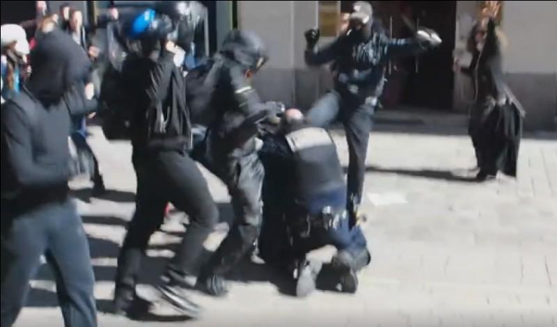 Que crient les jeunes de cités quand il voit la police ?