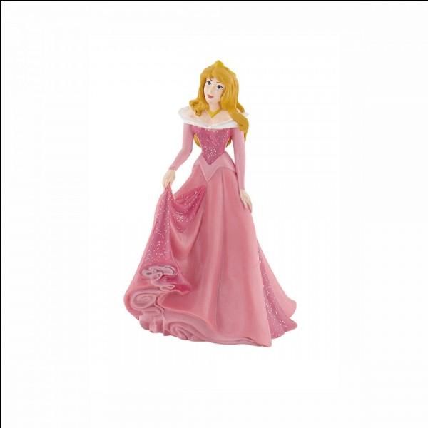 """De quelle couleur est la robe d'Aurore dans """"La Belle au bois dormant"""" ?"""