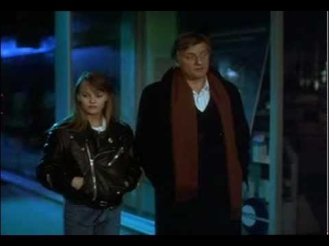 De quelle couleur est la noce, dans ce film où Vanessa Paradis interprète une jeune fille qui tombe amoureuse de son professeur de philosophie joué par Bruno Cremer ?