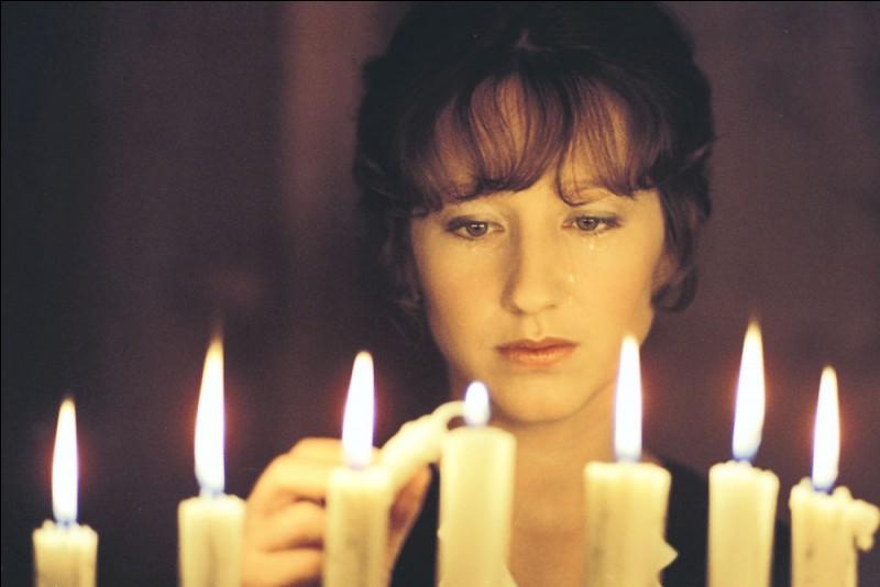 De quelle couleur est la chambre, dans ce film réalisé et interprété par François Truffaut et dans lequel joue Nathalie Baye ?