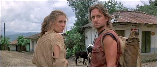 De quelle couleur est le diamant dans le titre français du film d'aventures de Robert Zemeckis, avec Michael Douglas et Kathleen Turner ?