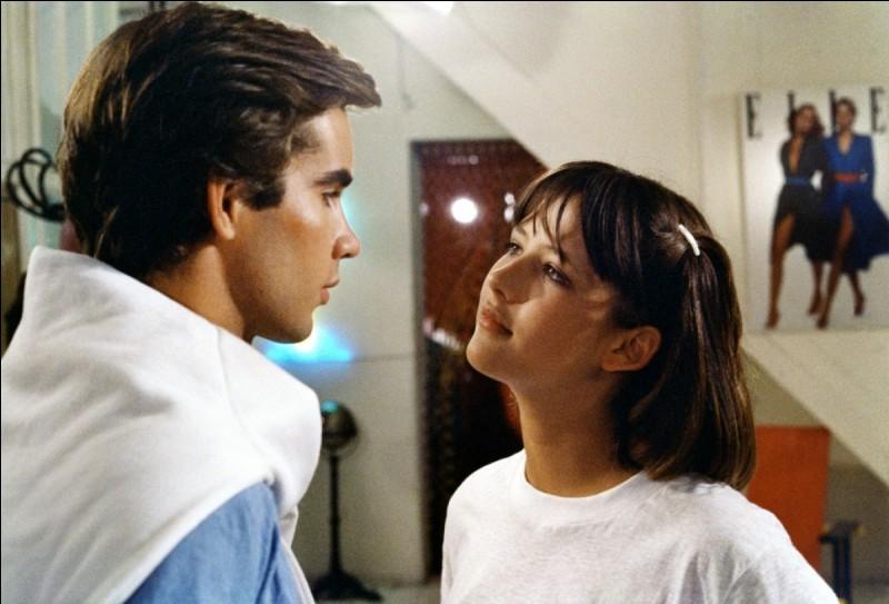 Dans quel film deux ados accrochent-ils leurs appareils dentaires lors d'un baiser ?