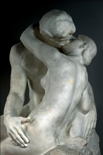 """De qui la sculpture sur marbre """"Le Baiser"""" est-elle une des œuvres les plus connues ?"""