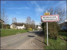 Nous sommes dans le Grand-Est, à l'entrée de Neunkirchen-lès-Bouzonville. Village du Pays de Nied, à la frontière allemande, il se situe dans le département ...