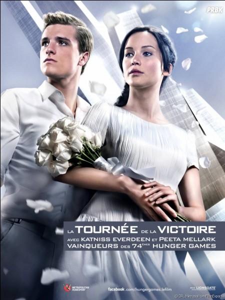 Comment le Capitole surnomme-t-il Katniss et Peeta ?