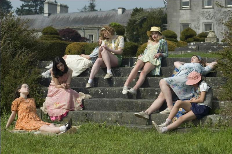 Quel chanteur était ''amoureux de tout un pensionnat'' de jeunes filles dans la chanson ''Fontenay-aux-Roses'' ?