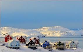 De quel pays scandinave dépend le Groenland ?