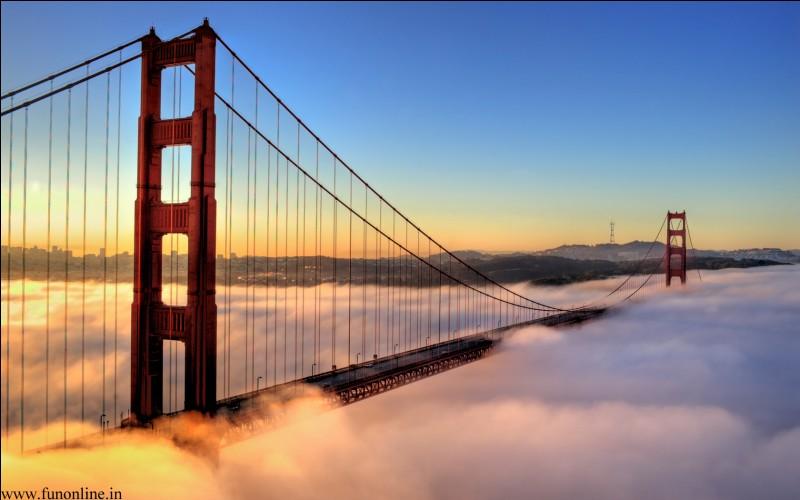 Je me situe à San Francisco. On peut m'apercevoir du Golden Gate Bridge, du Pier 39... Je suis une ancienne prison et je me situe sur une île. Que suis-je ?