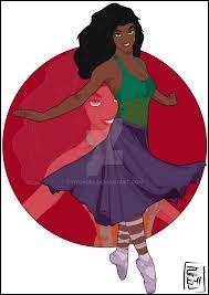 Je suis Esméralda. Comme tu peux le voir je suis à mon cours de danse. En même temps, j'ai ça dans la peau. Après tout, je suis d'origine...