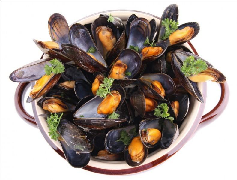 Les moules marinières. Lequel de ces aliments apparaît dans la recette traditionnelle des moules marinières ?