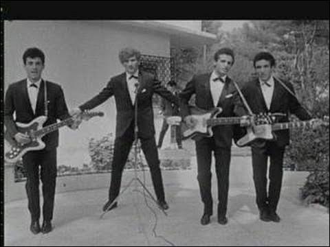 """"""" Oh XXX la vie n'est qu'un jeu pour toi oh XXX pourtant ne croit pas que tu peux oh XXX jouer avec l'amour sans risquer de te brûler un jour ..."""" : quel est le titre de ce succès d'Eddy Mitchell avec les Chaussettes noires ?"""