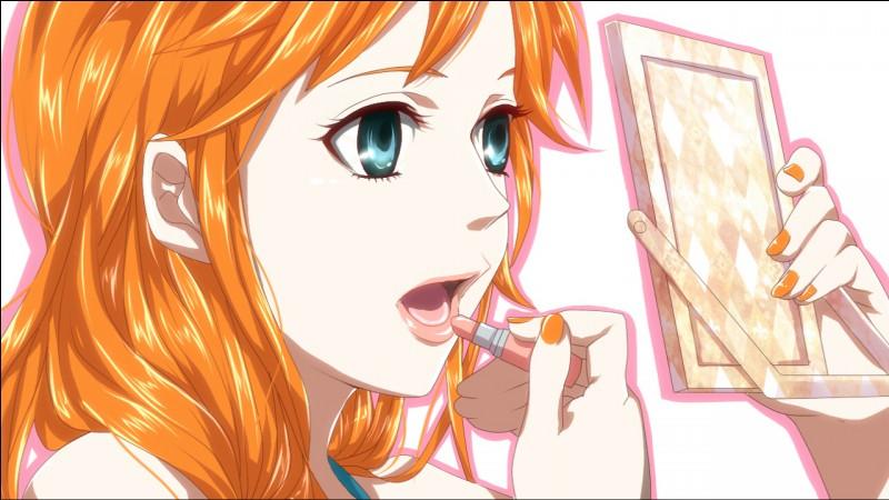 """Commençons avec notre Nami-chérie. Comme vous pouvez le voir, elle se prépare non pas pour faire un tuto make-up mais pour éviter que vous vous perdiez dans ce long quiz tordu. Venant du manga """"One Piece"""", on peut dire que notre Nami est une boussole humaine. Quel rôle tient-elle pour l'équipage ?"""