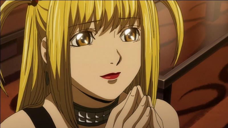 """Au tour d'une femme belle mais moins badass cette fois-ci. Amoureuse du beau et surdouée Light Yagami, le personnage principal du manga """"Death Note"""", la charmante Misa Amane ferait tout pour que son beau prince la remarque quitte à devenir Kira ou à mourir pour lui. Célèbre, elle travaille comme..."""